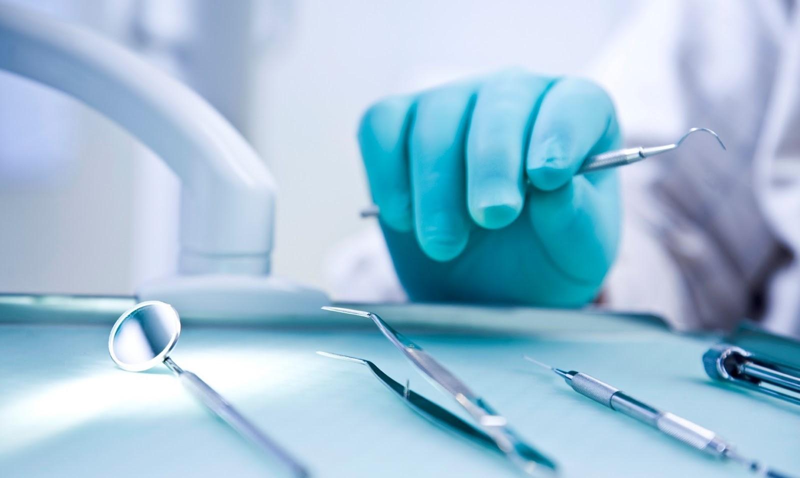 Лікар стоматолог-хірург — хто це і що лікує